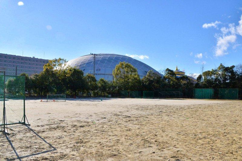 運動場から見える「ナゴヤドーム」