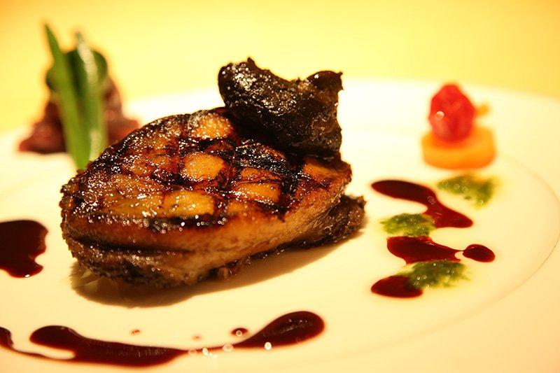 ランチでもその日によって変わる肉料理が楽しめる
