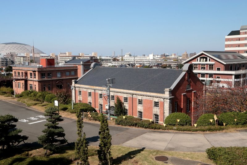 緑が多く、大型施設も揃った住み心地の良い住宅地、茶屋ヶ坂に暮らす