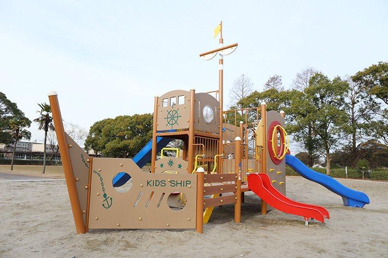 船型遊具が特徴的な「流レ公園」