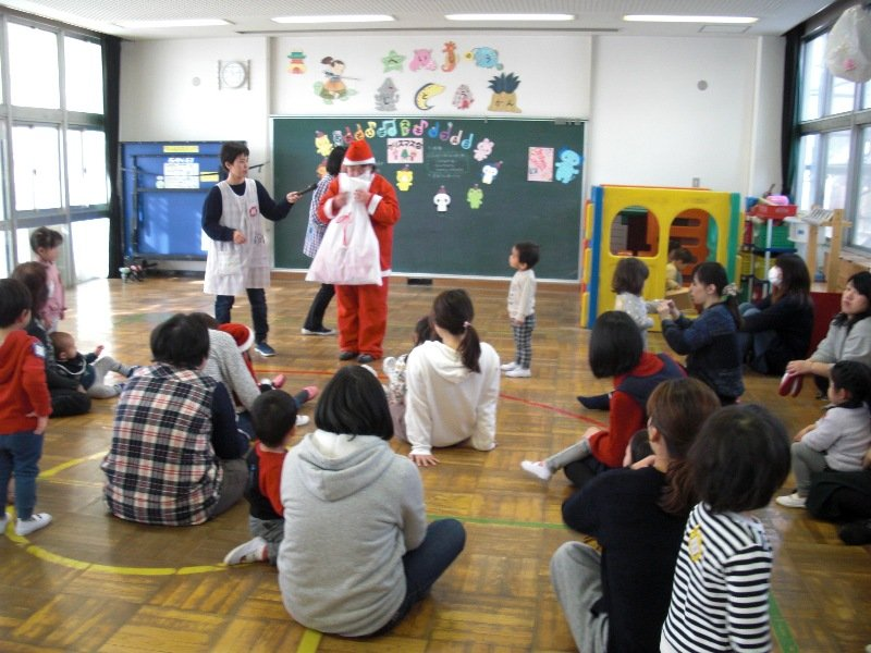 乳幼児向けプログラム「遊び場・スキップ」の「クリスマス会」