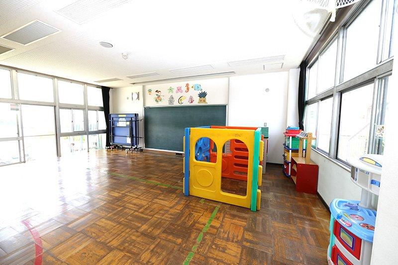子どもたちが自由に遊べる「遊戯室」