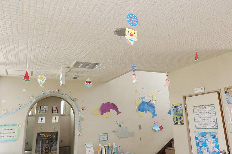 児童館内にはスタッフ手作りの可愛い飾りつけがある