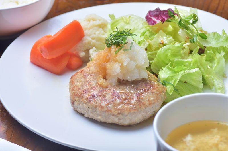 ランチメニュー、柚子おろしの近江牛ハンバーグ(ライス、スープ付き)