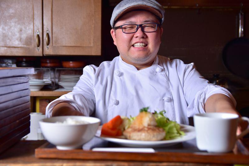 笑顔が素敵な店長の渡邉祐介さん 愛称「まるさん」