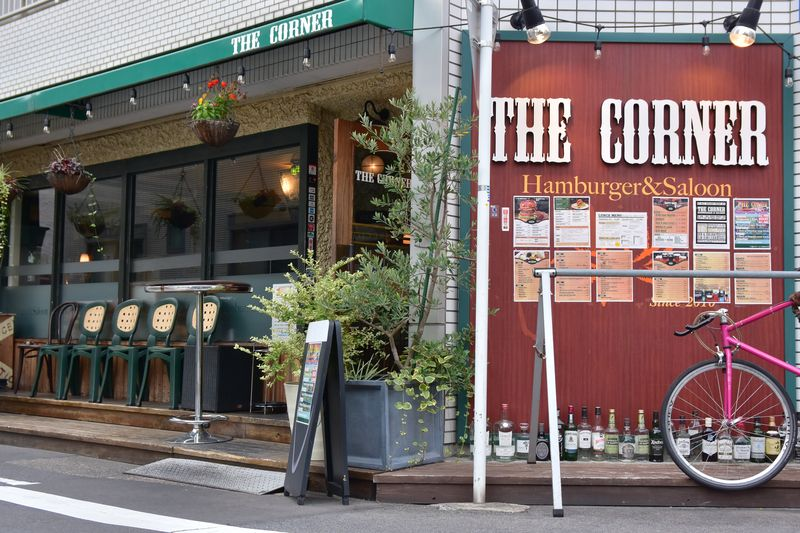 「THE CORNER Hamburger & Saloon」外観