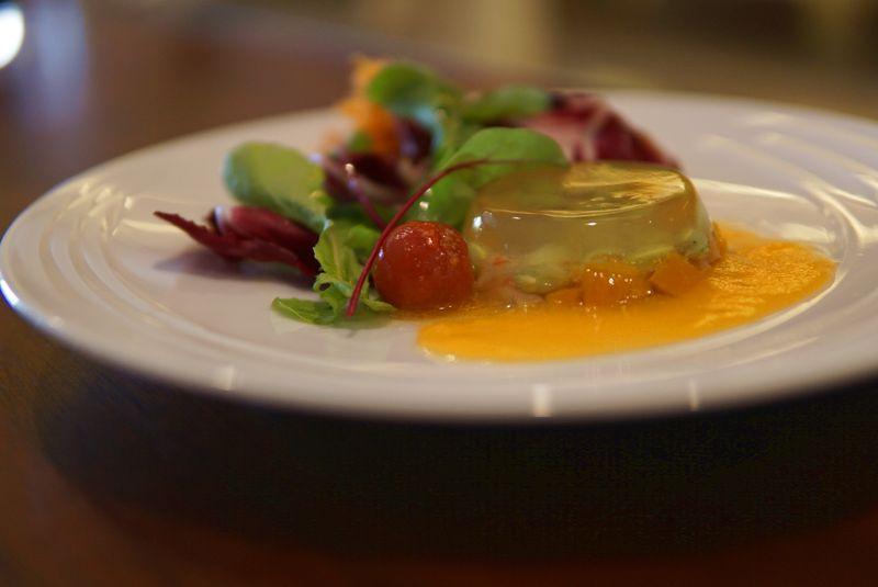 旬の食材を使用した彩り豊かな「トマトゼリー」