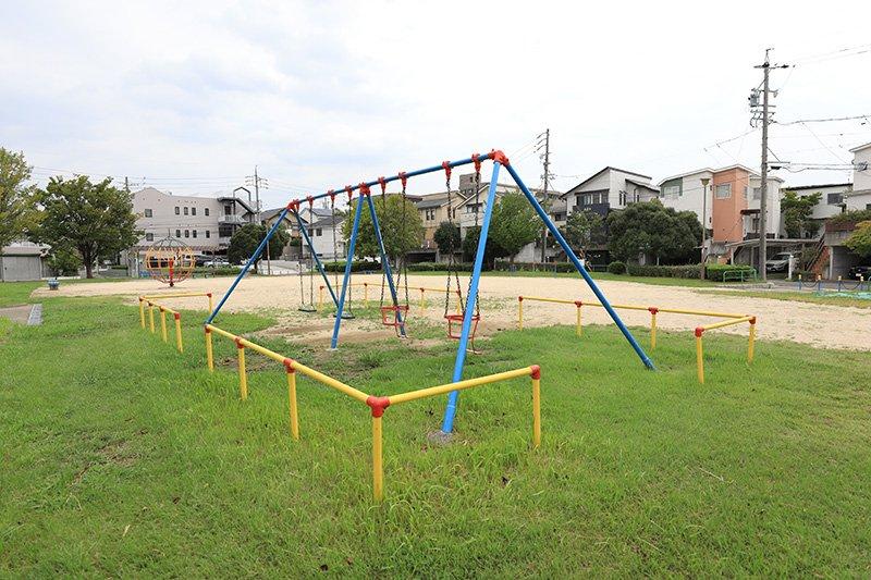 開放的な空間の「熊野西公園」